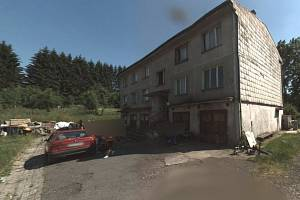 Bytovka ve vesničce na Domažlicku, kde děti s rodiči živořily