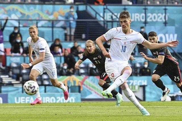 Patrik Schick suverénně proměnil penaltu.