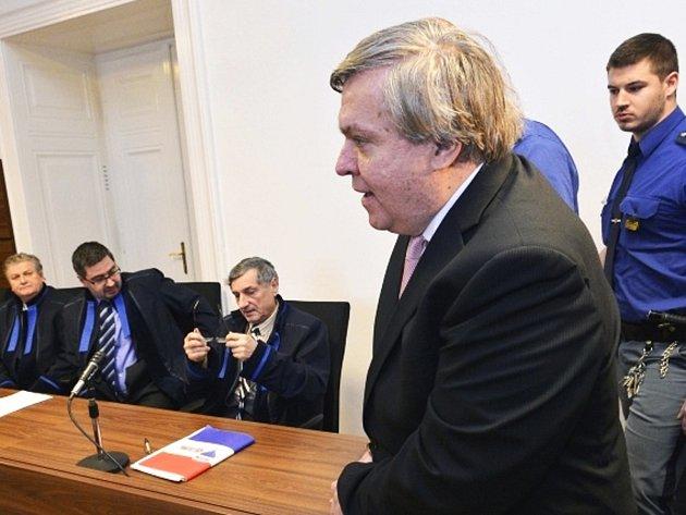Lékař Jaroslav Barták 6. února u Městského soudu v Praze.