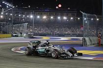 Lewis Hamilton Velkou cenu Singapuru nedokončil.
