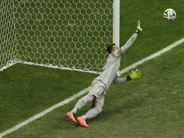Brankář Brazílie Júlio César na penaltu Nizozemska nedosáhl.