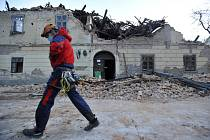 Následky zemětřesení ve městě Petrinja.