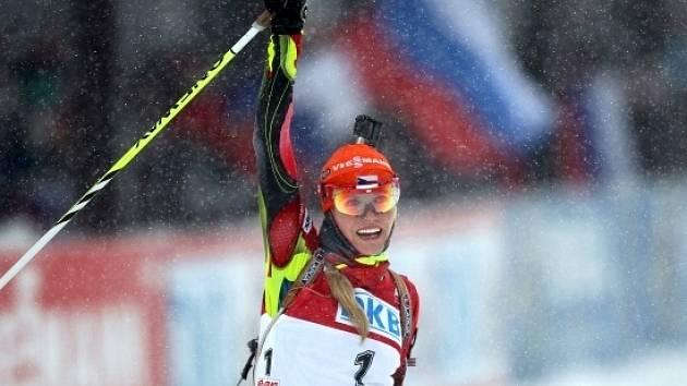 Gabriela Soukalová vybojovala v těžkých podmínkách v Chanty Mansijsku zlatý hattrick.