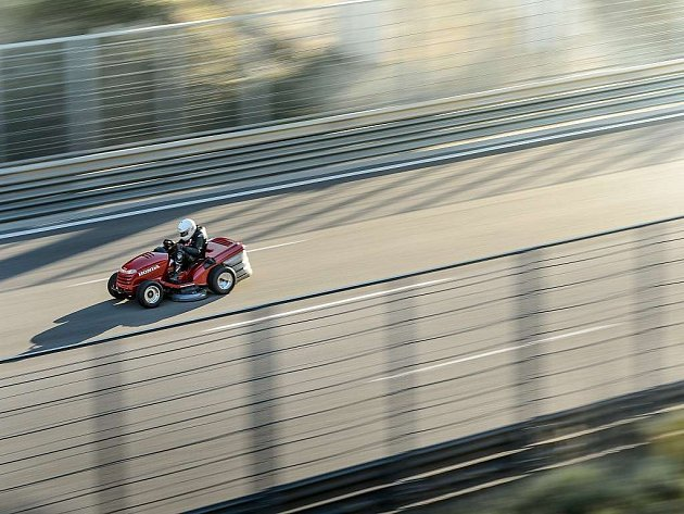 Honda Mean Mower je nejrychlejší sekačka na světě.