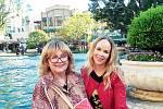 s maminkou Naďou Urbánkovou při její návštěvě v Los Angeles.
