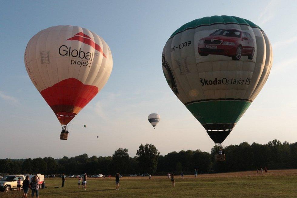 Balon nalétá přibližně 1000 letových hodin.