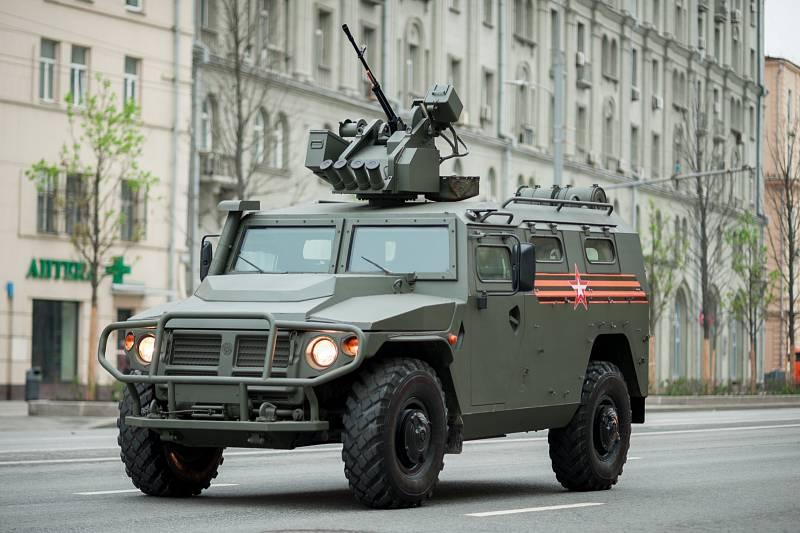 Terénní automobil GAZ-2330 Tigr Moskva původně vyvíjela ve spolupráce se Spojenými arabskými emiráty. Ze spolupráce však sešlo. Po pět letech výroby prošel vůz v roce 2010 modernizací, která přinesla silnější pancéřování a nové motory.