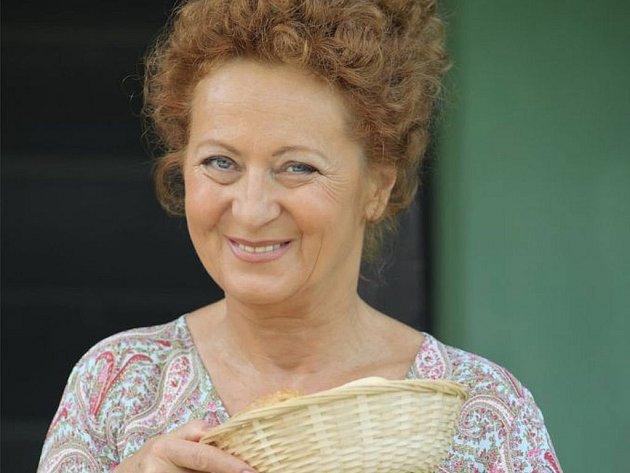 Simona Stašová v rodinné komedii Juraje Šajmoviče jr. Tady hlídám já