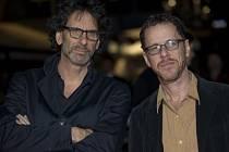 Joel a Ethan Coenovi.