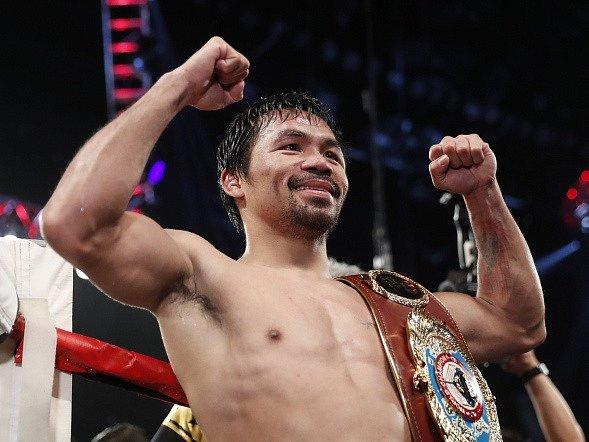 Manny Pacquiao s mistrovským pásem.