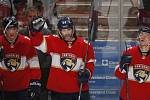 Jaromír Jágr se podílel třemi asistencemi na výhře Floridy 4:3 po samostatných nájezdech nad Buffalem a v historické tabulce produktivity NHL se vyrovnal druhému Marku Messierovi.