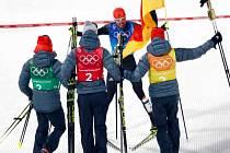 Německá radost ve finiši týmového závodu sdruženářů.