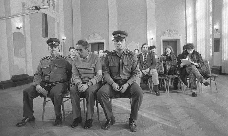 Příslušník SNB Jaroslav Oudrán byl v roce 1990 odsouzen souzen k pobytu ve vězení za zmlácení mladé ženy 17. listopadu. Svou vinu uznal a omluvil se.