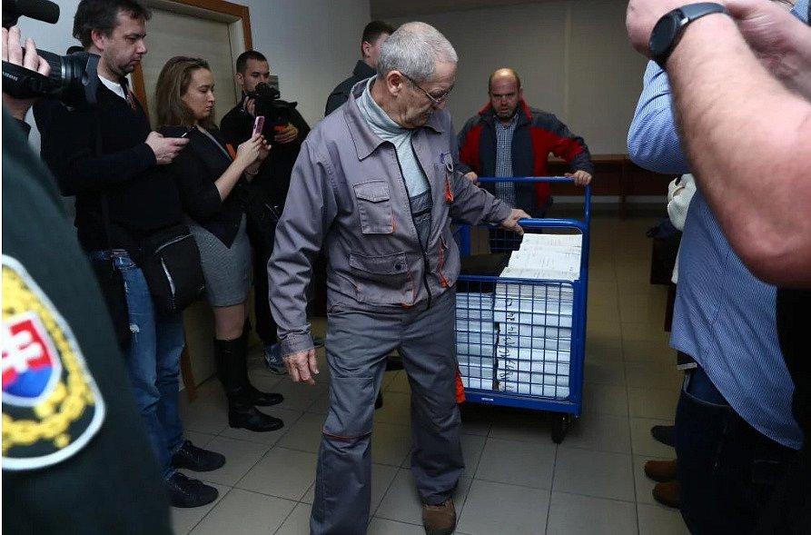 Speciální soud v Pezinku. Projednání obvinění v kauze vraždy Jána Kuciaka a jeho přítelkyně Martiny Kušnírové