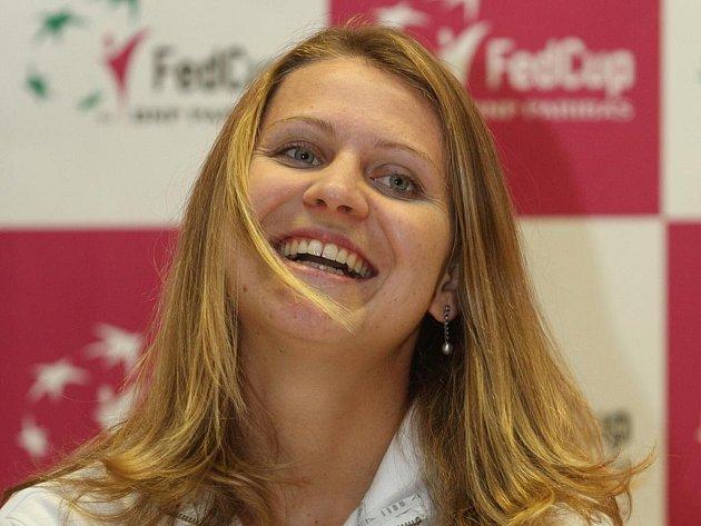 Lucie Šafářová na tiskové konferenci před Fed Cupem proti Německu.