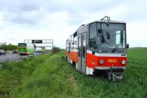 """""""Odložená"""" tramvaj u dálnice D1"""