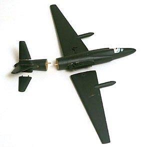 Dřevěný model U-2 - jeden ze dvou, jež Powers použil při svém svědectví před výborem Senátu. Křídla a ocas jsou odděleny, aby demonstrovaly rozpad letadla