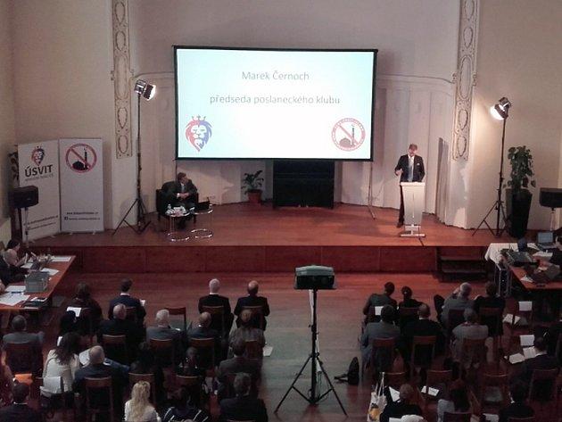 Parlamentní strana Úsvit – Národní koalice změní kvůli sbližování s Blokem proti islámu svůj název. Nově se bude jmenovat Úsvit s Blokem proti islámu.