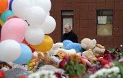 Vladimir Putin přijel uctít památku obětí.