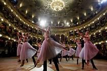 Státní opera, proslavená i svými Plesy v Opeře, slaví 125 let existence.