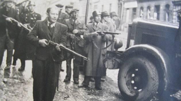 Pražské povstání, lidé se zmocňovali zbraní