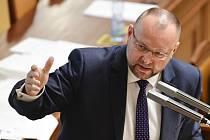 Poslanec Jan Bartošek (KDU-ČSL) na schůzi Sněmovny.