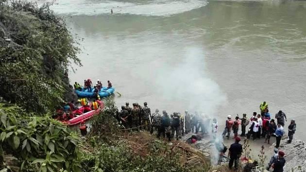 Nehoda autobusu v Himaláji. Vozidlo doslova pozřela řeka Trišuli