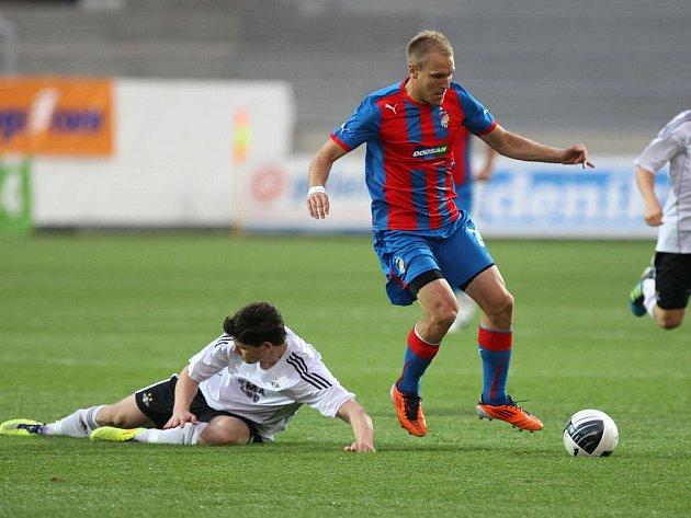 Fotbalisté Plzně (v modročerveném) v zápase proti Rosenborgu Trondheim.