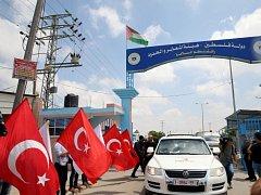 Do palestinského Pásma Gazy dnes přes Izrael dorazily první zásilky pomoci zaslané z Turecka.