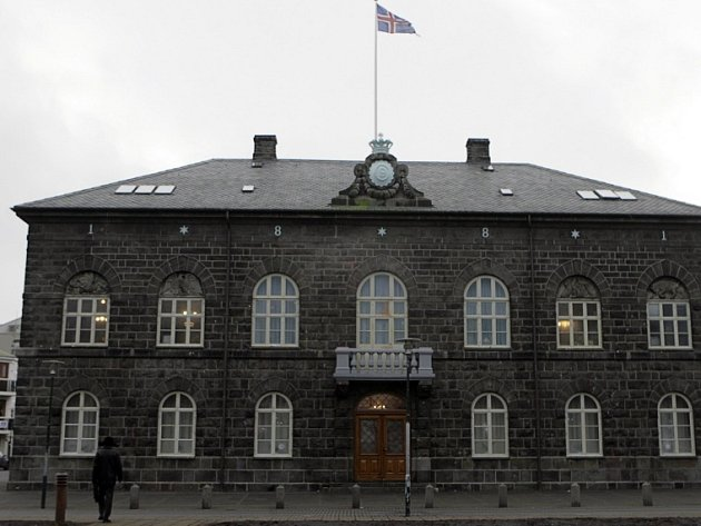 Budova islandského parlamentu v Reykjavíku.