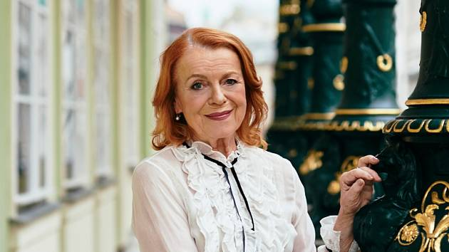 Celoživotním partnerem Ivy Janžurové byl herec a režisér Stanislav Remunda, se kterým má dvě dcery, Sabinu a Theodoru.