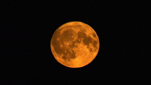 Krvavý vlčí superměsíc