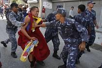 Tibet a pošlapávání lidských práv v Číně je tak silné téma, že ho nelze v následujících týdnech opomenout.