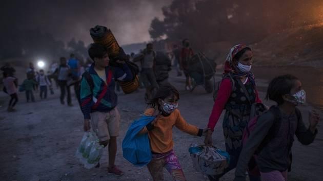 Uprchlíci z vyhořelého tábora Moria na řeckém ostrově Lesbos na snímku z 9. září 2020