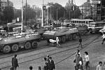 Obrněné transportéry VB zablokovaly pražské ulice