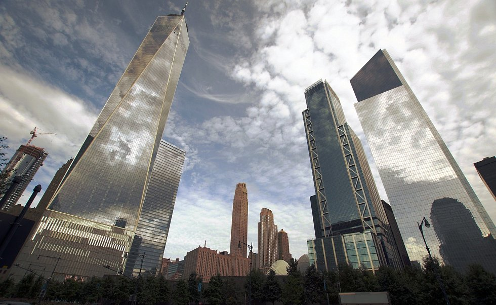 Budova One World Trade Center (na snímku vlevo) otevřela novou kapitolu newyorského Světového obchodního centra. Je následovníkem zborcených Dvojčat.