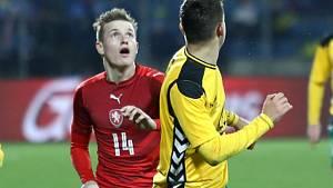Jakub Jankto (vlevo) proti Litvě.