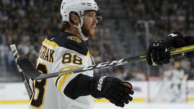 Hokejista Bostonu Bruins David Pastrňák.