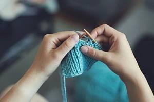 Mnoho pletařek chce zpět přírodní vlastnosti vlny – plést svetry, které hřejí, i když v nich zmoknete, nekoušou a dlouhodobě drží tvar