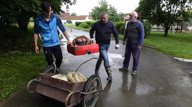 Úklid po povodni v Ústí na Přerovsku