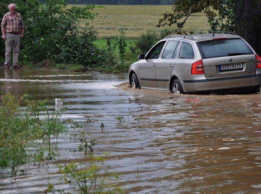 Povodeň v obci Moravec na Žďársku v roce 2009.