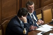 Hlasování o nedůvěře vládě Andreje Babiše 23.  listopadu v Praze. Jan Hamáček a Andrej Babiš