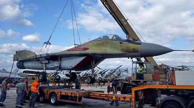 Vojenský historický ústav Praha získal ze Slovenska vzácný exponát – stíhací letoun MiG-29sovětské výroby. Nyní má tak kompletní řadu všech stíhaček MiG, které sloužily vněkdejší československé armádě.
