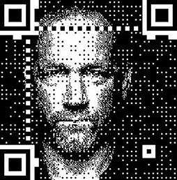 """Posluchači mohou novinky, které David Koller připravil, """"načíst"""" do svého telefonu,  prostřednictvím  QR kódu."""