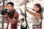 Jako Lara Croft (původně hrdinka z počítačových her) se ve snímku Tomb Raider vydává zjistit, co se vlastně stalo jejímu otci, který před sedmi lety zmizel beze stopy při hledání mytické hrobky.