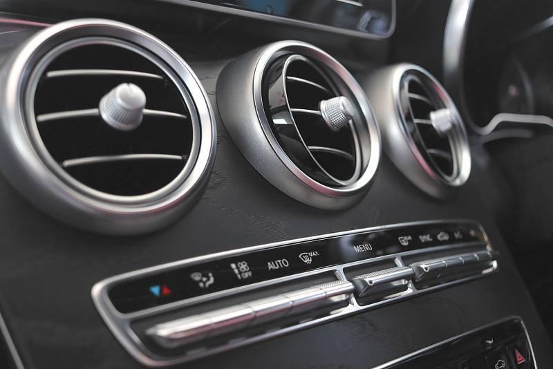 V autě, kanceláři i doma vás příjemně osvěží rozumně nastavená klimatizace.