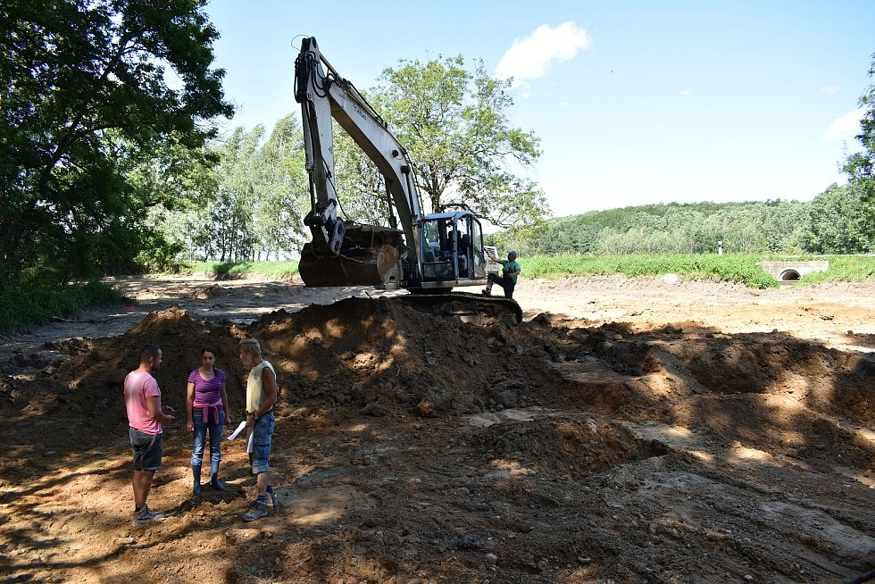 Budování soustavy tůní u Farského lesa ve Vidnavě