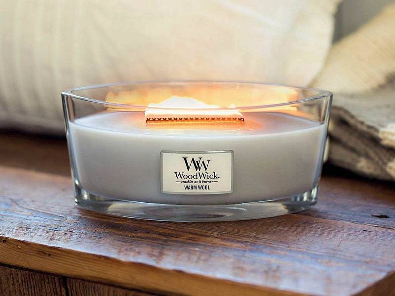 Jako u krbu - svíčka WoodWick s praskajícím dřevěným knotem