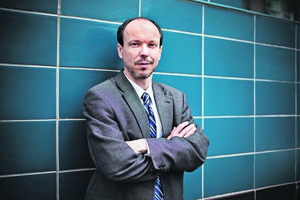 Poradce pro enviromentální legislativu a politiku zorganizace Zelený kruh Daniel Vondrouš.