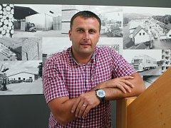 VE DVACETI LETECH. Právě tolik bylo  Marcelovi  Klausovi, když založil svou firmu na jižním Plzeňsku. Zpočátku odtud ročně vypravili 30 kamionů naložených paletami, dnes je jich stokrát víc.
